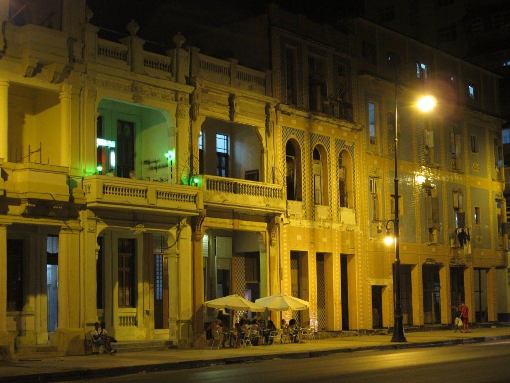 Andando a noite em Havana