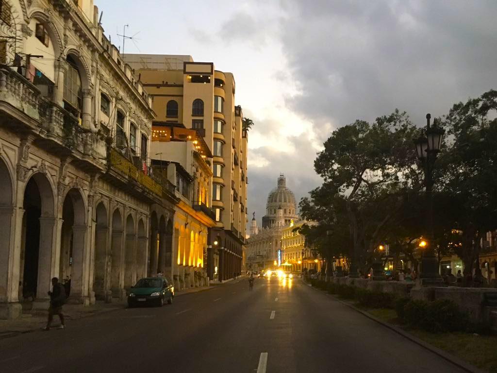 O Capitólio. Avenida que divide La Havana de havana Vieja