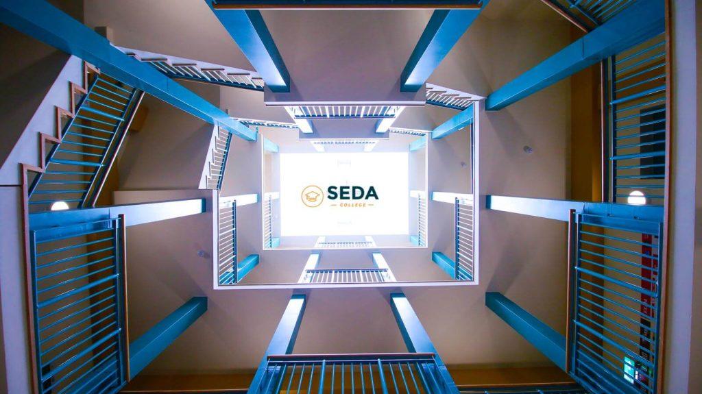 Parte interna da Seda College
