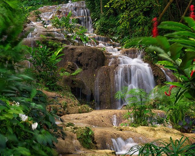 Konoko Falls por Jesse Larson