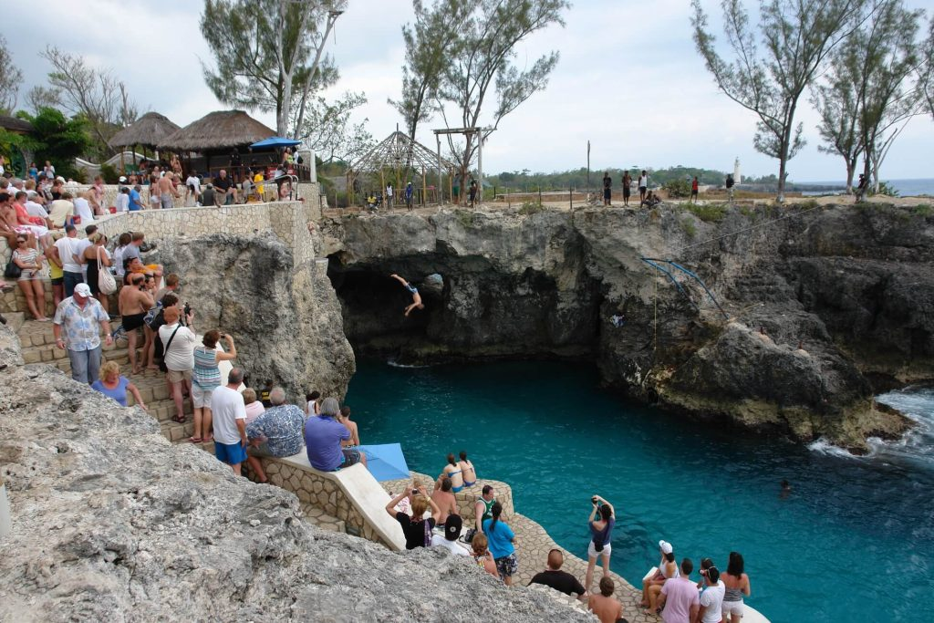 Cliff diving at Rick's Café por Zorro The CAT