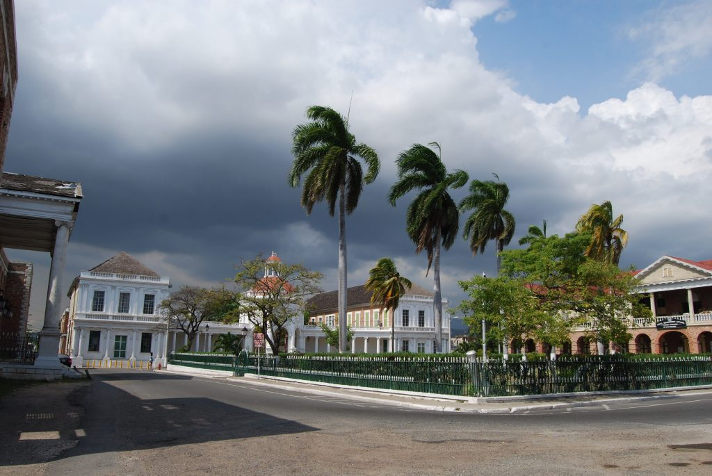 Parade Square - Spanish Town por Mae B.