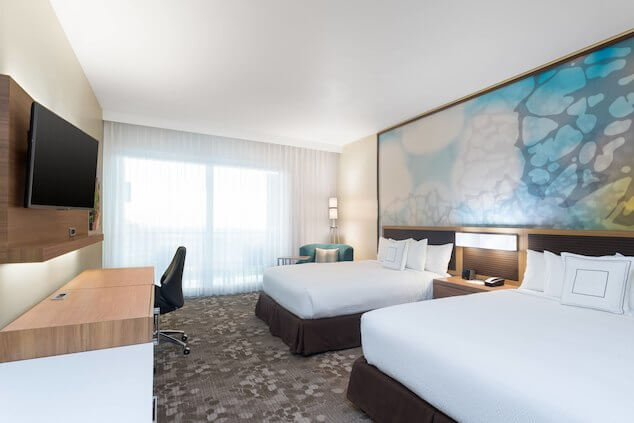 Um dos quartos do Courtyard by Marriott Kingston. Foto: site