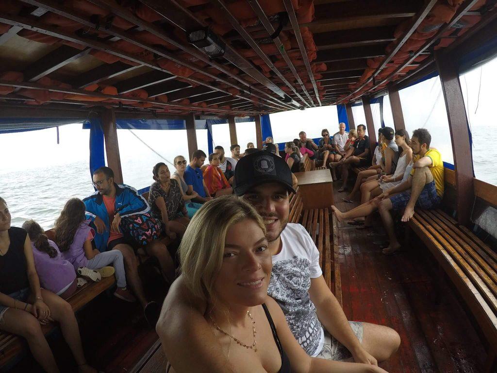 Passeio de barco na Ilha do Mel