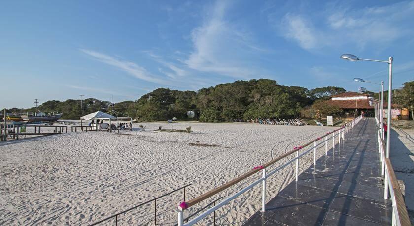 Entrada pelo Trapiche na Pousada Praia do Farol